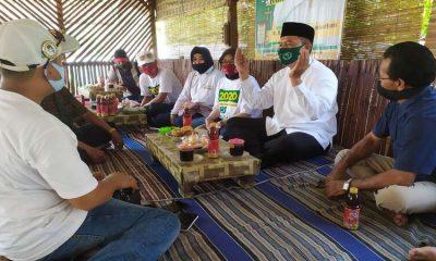 DIALOG : Cabup Sidoarjo, Bambang Haryo Soekartono (BHS) berdialog dengan para Ketua Kelompok Kesenian Ludruk di Desa Kedungsukodani, Kecamatan Balongbendo, Sidoarjo untuk menampung aspirasi sekaligus proyeksi pengembangan kesenian tradisional itu, Kamis (15/10/2020).