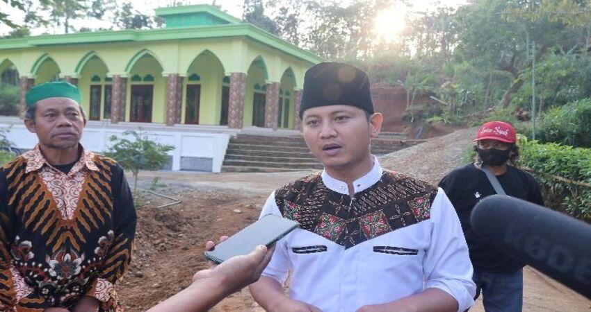 TINJAU PONPES : Calon Bupati Trenggalek Mochamad Nur Arifin saat meninjau lokasi Ponpes cabang Lirboyo di Kecamatan Bendungan.