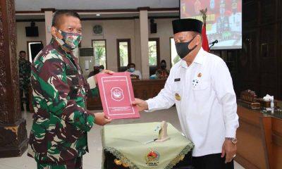 Bupati Fadeli dan Letkol Inf Sidik Wiyono - Fadeli Apresiasi TMMD ke-109 Berjalan Sukses Ditengah Pandemi