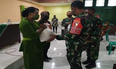 BANTUAN: Sejumlah sembako diberikan kepada Warakawuri Kodim 0824 Jember.