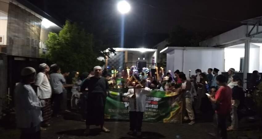 Pawai anak-anak memperingati Maulid Nabi Muhammad SAW di Komplek Perumahan D'Kebonsari Village, Kecamatan Sumbersari.