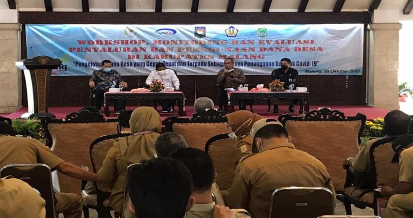 Pjs Bupati Malang, Sjaichul Ghulam membuka pelaksanaan Workshop Monitoring dan Evaluasi, Penyaluran dan Penggunaan Dana Desa di Pendopo Agung Malang.