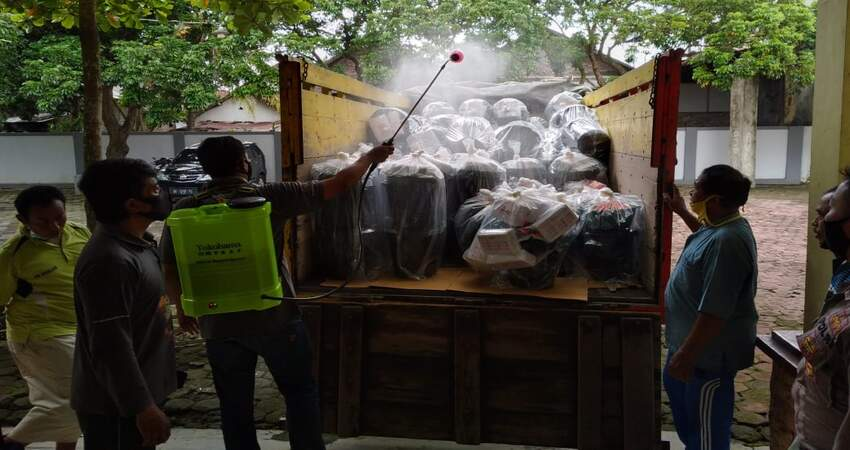 Pendistribusian logistik protokol kesehatan di Kabupaten Trenggalek.