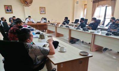 Korembi (Komunitas Rental Mobil) Korwil Batu saat melakukan hearing dengan DPRD Kota Batu.