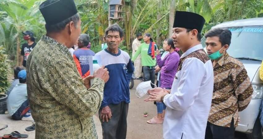 Calon Bupati Trenggalek nomor urut 2 Mochamad Nur Arifin saat menyapa masyarakat.