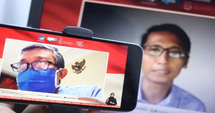 Dr. dr. Kohar Hari Santoso, SpAn., KAP., KIC (kiri) dan Wahyoe Boediwardhana (Jurnalis), saat menjadi pembicara dalam dialog bertema belajar dari sukses vaksin MR di Jawa Timur dan Peran Media dalam Vaksinasi di Jakarta, pada Selasa (17/11/2020). (ist)