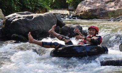 RIVER TUBING: Salah satu pengunjung saat mencoba wahana River Tubing di Watu Lawang, Desa Sawahan, Kecamatan Watulimo.