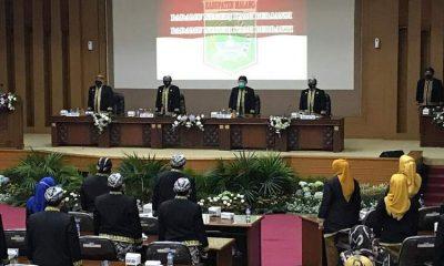 Acara sidang paripurna yang dihadiri oleh Pjs Bupati Malang, Sekda, jajaran OPD dan Ketua DPRD Kabupaten Malang bersama anggota DPRD.