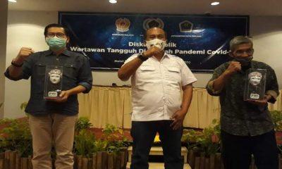 dr Husnul Muarif, Ariful Huda dan Yunanto usai acara disukusi publik wartawan tangguh di tengah pandemi Covid-19. (gie)