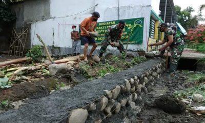 Bertempat di Dusun Kembang RT 03 RW 01 Desa Pakuniran Kecamatan Pakuniran, Kabupaten Probolinggo dilaksanakan kegiatan Karya Bhakti TNI Satkowil.