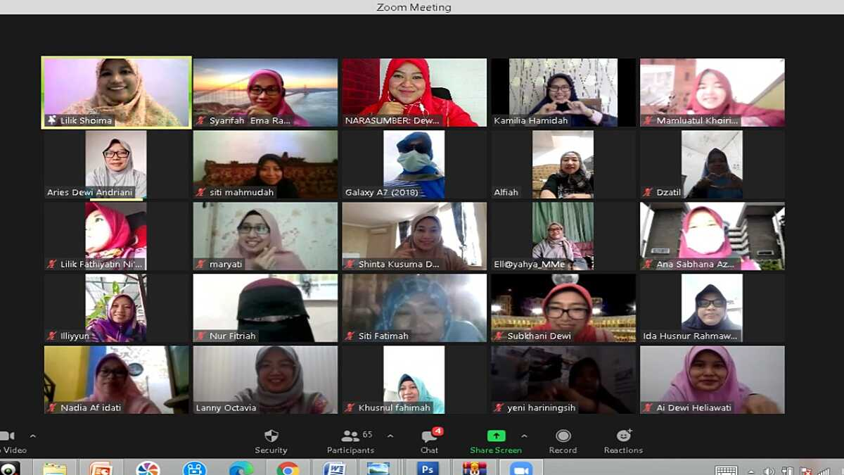 Alumni Gontor Putri Ajak Lawan Hoax dan Berkawan dengan Media