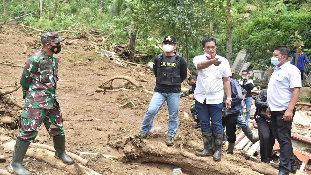 Bupati Lumajang Tinjau Lokasi Bencana Tanah Longsor di Desa Sawaran Lor