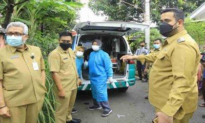 Gunakan Ambulans Siaga, Wali Kota Probolinggo Jujug Rumah Warga Penderita Tumor Usus dan Lakukan Evakuasi