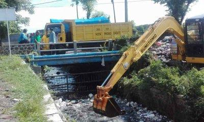 Sampah di Sungai Mayangkan Probolinggo Menumpuk