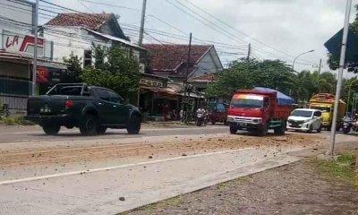 Truck Pengangkut Galian C Bahayakan Pengendara