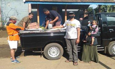 Warga Desa Sapikerep Bantu Warga Terdampak Banjir Dringu Probolinggo Berupa Sembako dan Sayur Mayur