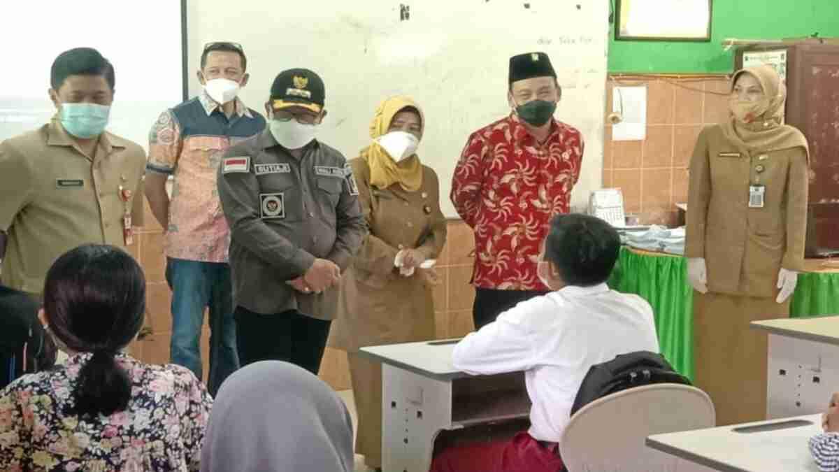 Guru dan Murid Kedapatan Lepas Masker saat PTM, Wali Kota Sutiaji Beri Teguran