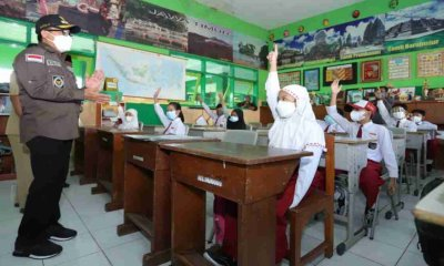 Hari Pertama PTM, Wali Kota Sutiaji Tinjau Langsung ke Empat Sekolah