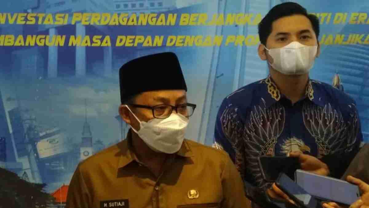 Insiden 'Pesawat Kertas' Beterbangan di Rumdin, Wali Kota Sutiaji Anggap bahwa Itu Adalah Pesan untuk Selamatkan Arema