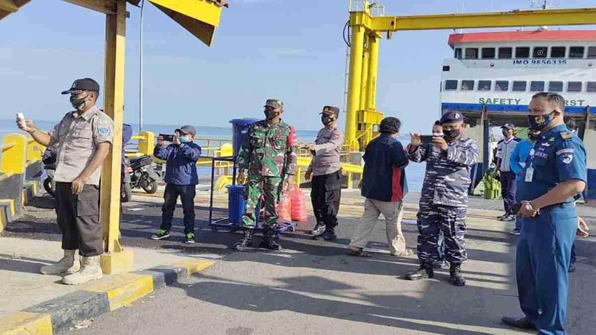 KSOP Panarukan Pantau Keselamatan Pelayaran KMP Munggiyango Hulalo