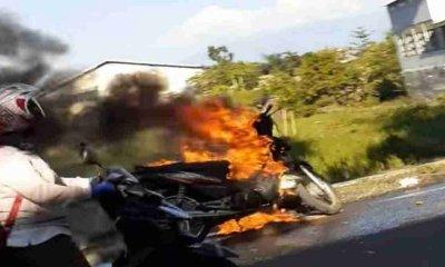Perjalanan Pulang Kerja Motor Tiba-Tiba Terbakar