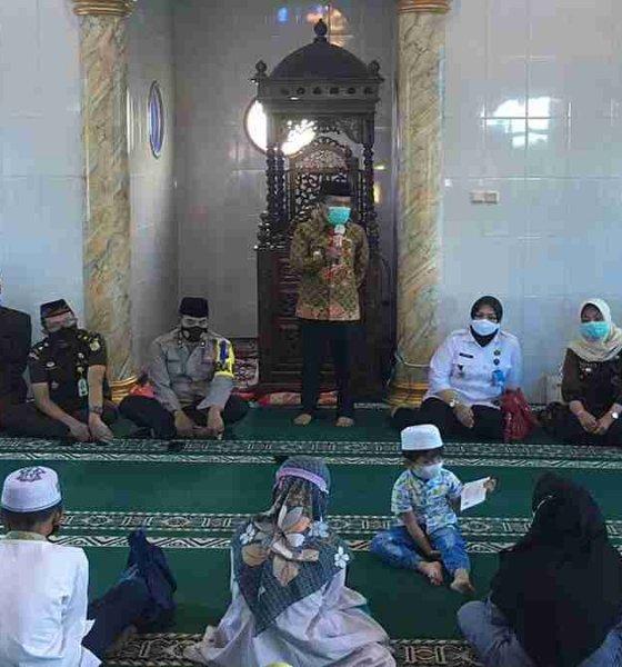 Silaturahmi Ramadan ke Mojorejo, Wawali Batu Serahkan Bantuan Anak Yatim dan Dhuafa