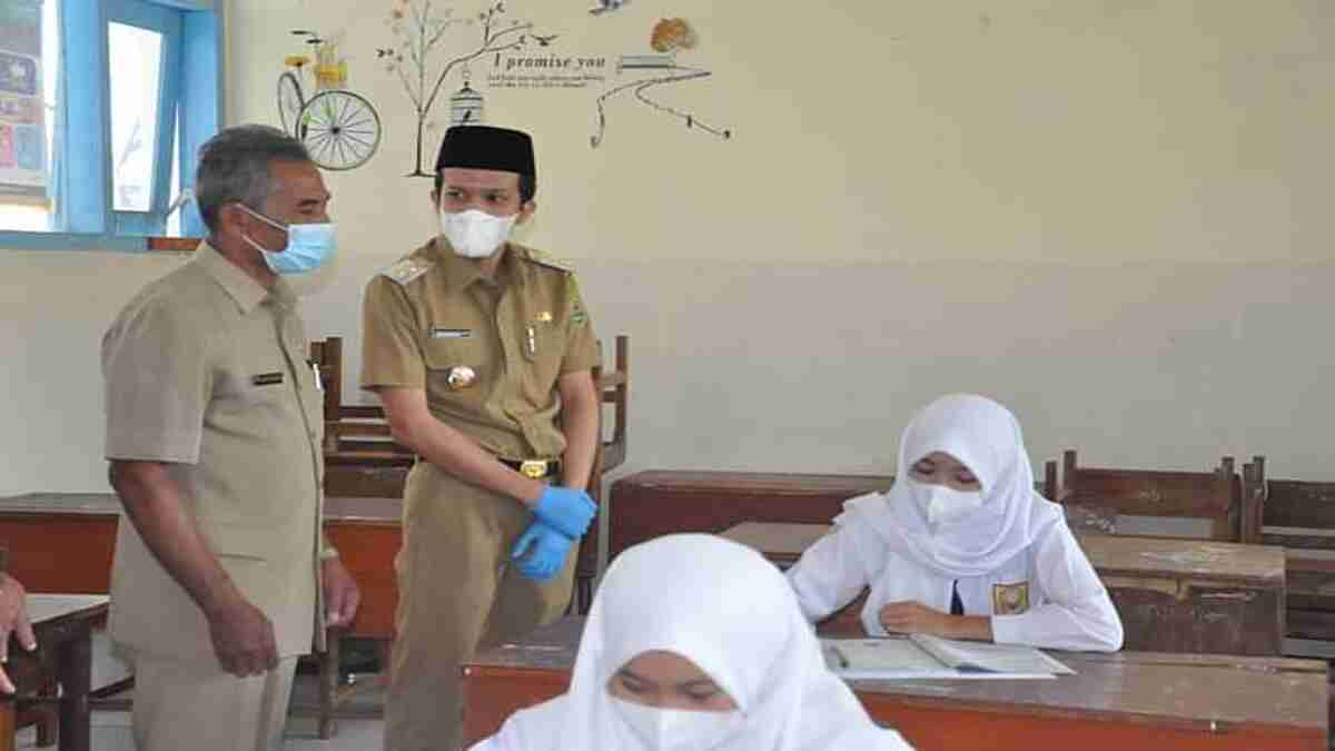 Wakil Bupati Syah Natanegara, Tinjau Pembelajaran Tatap Muka di SMP Watulimo