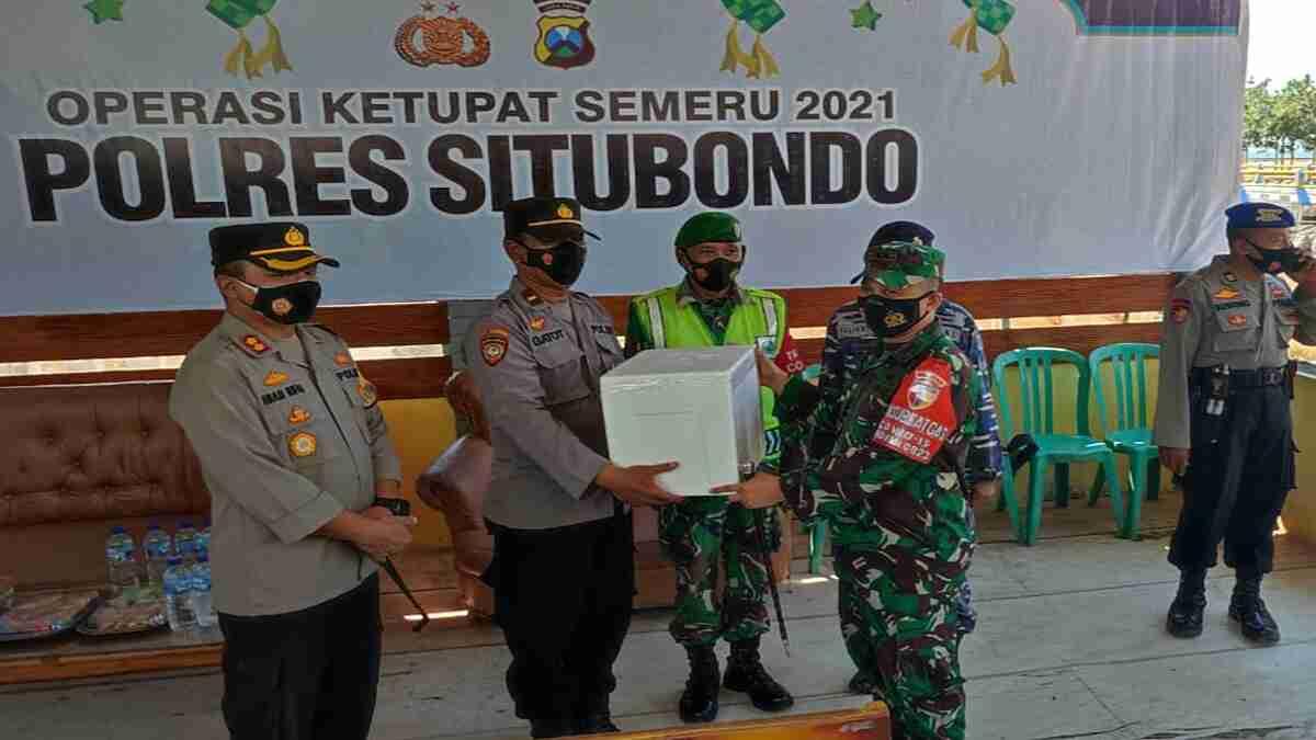 Dandim 0823 bersama Kapolres Situbondo Pantau Posko Pengendalian Transportasi Laut dan Penyekatan Pelabuhan