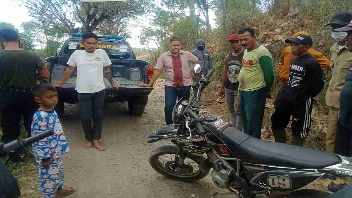 Polisi Evakuasi Pemotor Asal Ambarawa yang Tersesat di Hutan Asembagus