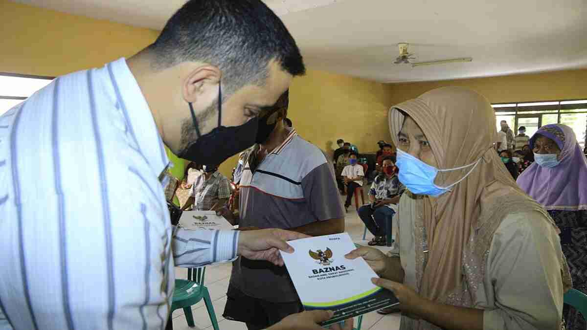 Wali Kota Dampingi Baznas Probolinggo Distribusikan 1048 Sembako dan Uang ke Abang Becak serta Anak Yatim
