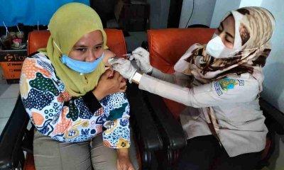 Ratusan Pengguna Jasa Pelabuhan PPP Mayangan Terima Vaksin Tahap I