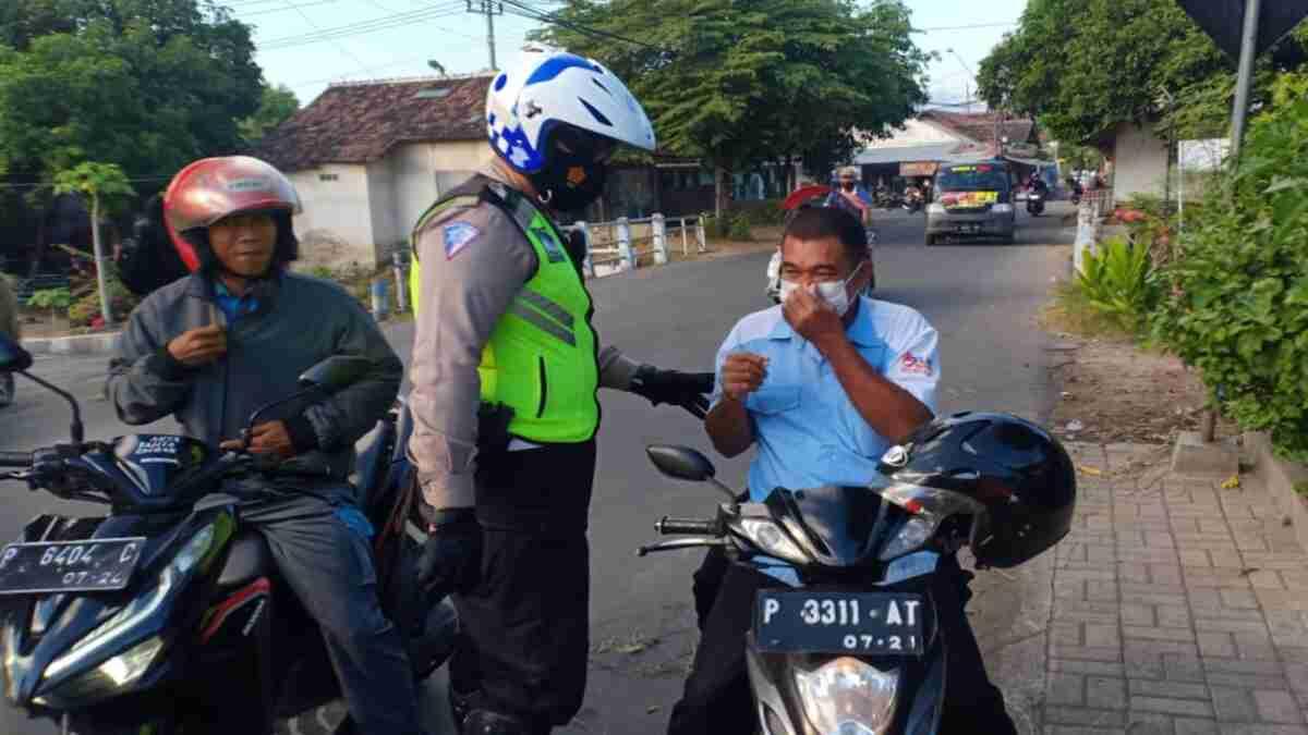 Satlantas Polres Situbondo Patroli Hunting Sistem, Tindak Pelanggar Lalu Lintas dan Prokes
