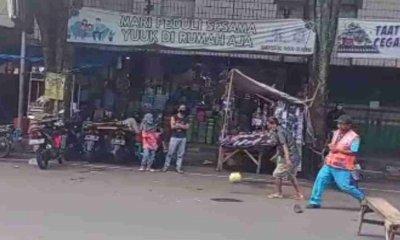 PPKM Darurat, Beredar Video Jalan Raya di Bondowoso Dijadikan Lapangan Main Bola