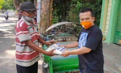 Pengurus DPC Partai Demokrat Jombang Bagikan Beras untuk Tukang Becak