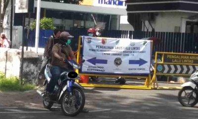 Tak Ada Penjagaan, Jalur Penyekatan di Jalan Dr Sutomo Probolinggo Diterobos Pengendara Motor