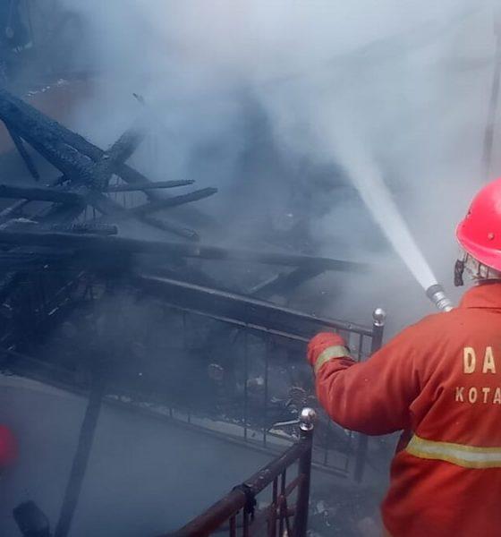 Diduga Karena Tinggalkan Rokok Menyala di Dalam Kamar, Rumah Ludes Terbakar