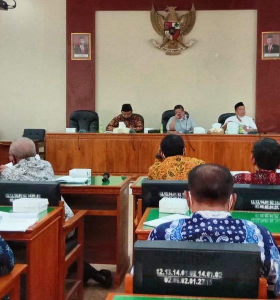 PANSUS: Suasana rapat Pansus I DPRD dengan pihak PDAM di Aula Kantor DPRD Trenggalek. (memontum.com/mil)